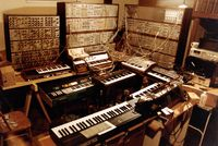 Huge_Synth_lg