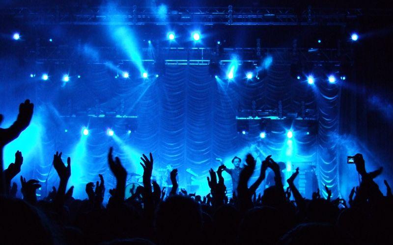 Okim_Miko_Concert_Blue