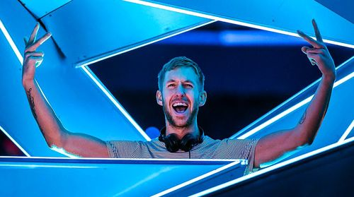CA_Music-Calvin_Harris-at-the-club-WideWallpapersHD