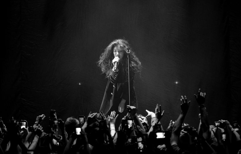 Lorde-in-concert-phoenix-arizona-photo-by-randall-tyree-13