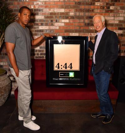 JAY-RIAA-Platinum-Pic (002)