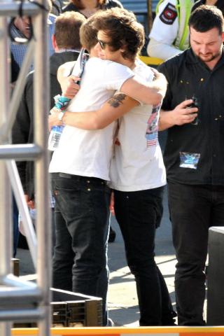 Top_10_celebs_spotted_hugging_for_national_hug_day