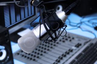 Radio-station-mic-2016-billboard-1548