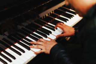 Pianist-1149172_1280